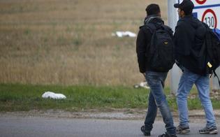 Caltanissetta, automobilista terrorizza gli immigrati: l'inciviltà raccontata da un nostro lettore