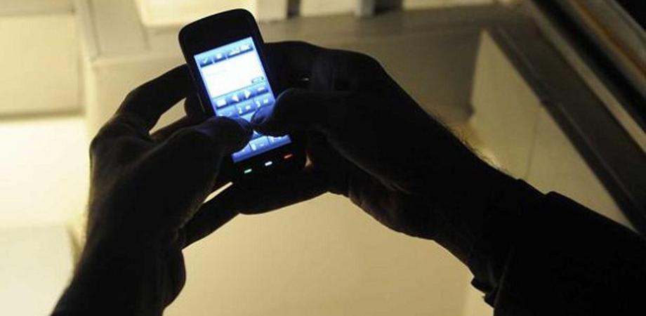 Caltanissetta, pedinamenti ed sms continui: si aggrava la posizione di un 50enne