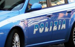 Caltanissetta, immigrato minaccia i clienti di un supermercato: interviene la polizia