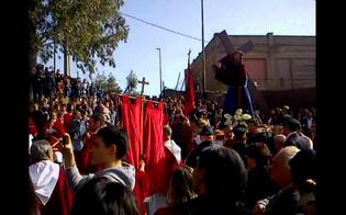 http://www.seguonews.it/campofranco-partecipo-alla-processione-violando-la-sorveglianza-alla-sbarra-indiziato-per-mafia