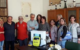 Caltanissetta, l'Associazione Mogli Medici dona un defibrillatore all'istituto