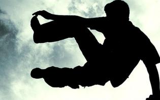 Gela, fugge sui tetti dopo la tentata rapina: rumeno inseguito