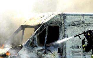 http://www.seguonews.it/caltanissetta-via-salemi-a-fuoco-il-furgone-di-un-trentunenne