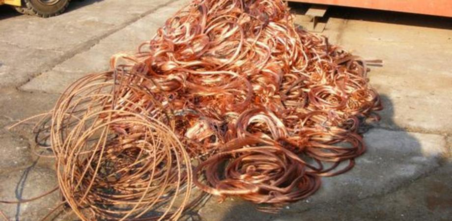 Ladri rubano 2 km di cavi elettrici: al buio un'intera contrada di Milena