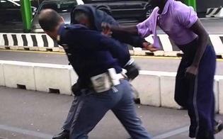 http://www.seguonews.it/caltanissetta-lite-tra-stranieri-ubriachi-uno-dei-due-sferra-un-pugno-a-un-poliziotto