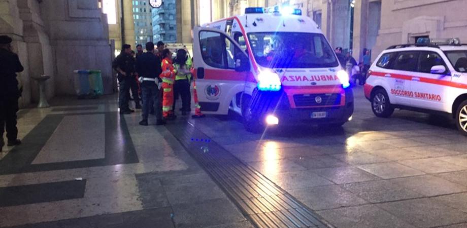 Milano, nordafricano estrae coltello durante i controlli: feriti due militari e un poliziotto