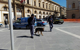 Caltanissetta, polizia in centro storico: trovato anche uno straniero irregolare