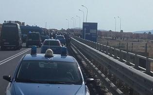 http://www.seguonews.it/protesta-al-cara-mineo-migranti-bloccano-la-strada-statale-catania-gela