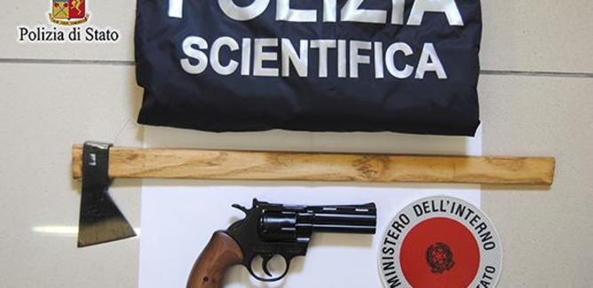 Pistola giocattolo modificata per sparare: arrestato ambulante di Gela