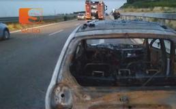 Auto a fuoco sulla Ss 640, a bordo un'intera famiglia di Caltanissetta