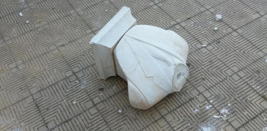 Palermo: staccata la testa del busto di Falcone, aperta un'indagine