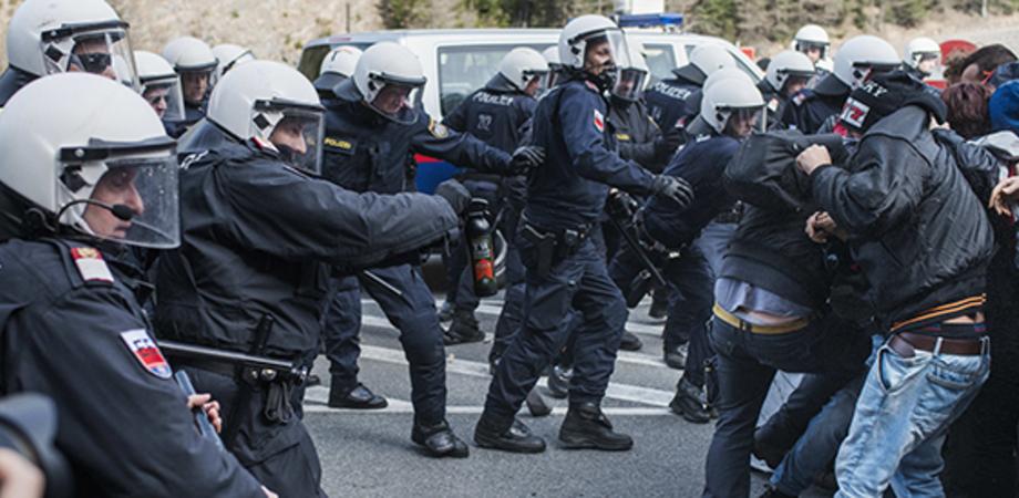 Migranti, è tensione in Europa: l'Austria minaccia esercito al confine con l'Italia