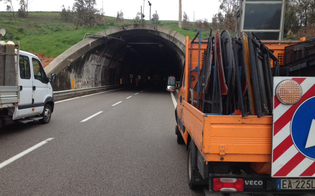 Incidenti, auto in fiamme o in avaria: nuovi strani casi nella galleria Tremonzelli