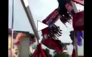 Stati Uniti, fila di seggiolini si stacca da una giostra: il video choc
