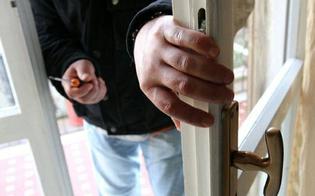 http://www.seguonews.it/caltanissetta-centro-storico-ladri-entrano-dalla-finestra-e-rubano-3mila-euro