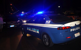 Caltanissetta, ubriaco al volante tenta di accoltellarsi allo stomaco: interviene la polizia