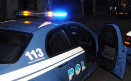 Caltanissetta, immigrato brandisce bastone contro bimbi: interviene la polizia