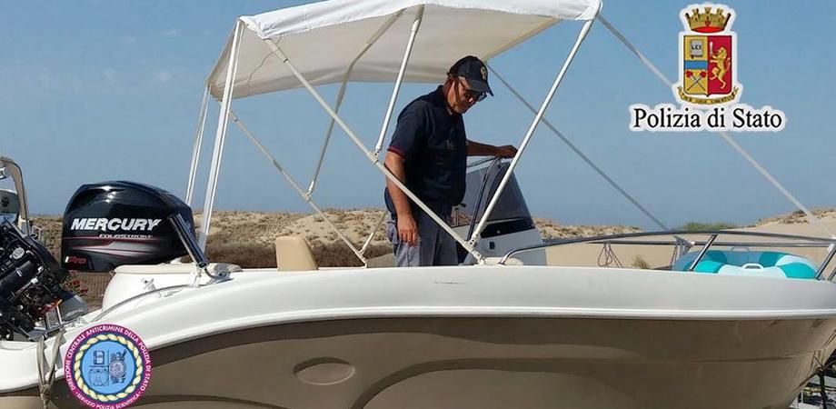 Gela, ormeggia la barca e non la ritrova più: recuperata dalla polizia