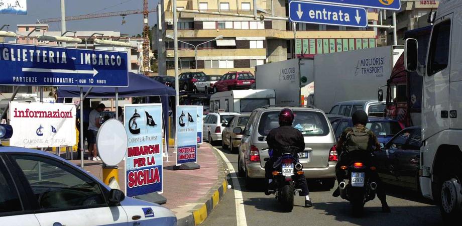 Caos a Villa San Giovanni per gli imbarchi in Sicilia: 2 ore d'attesa