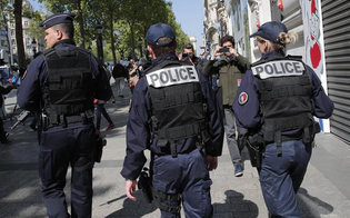 http://www.seguonews.it/parigi-auto-investe-sei-militari-dellantiterrorismo-si-teme-nuovo-attacco