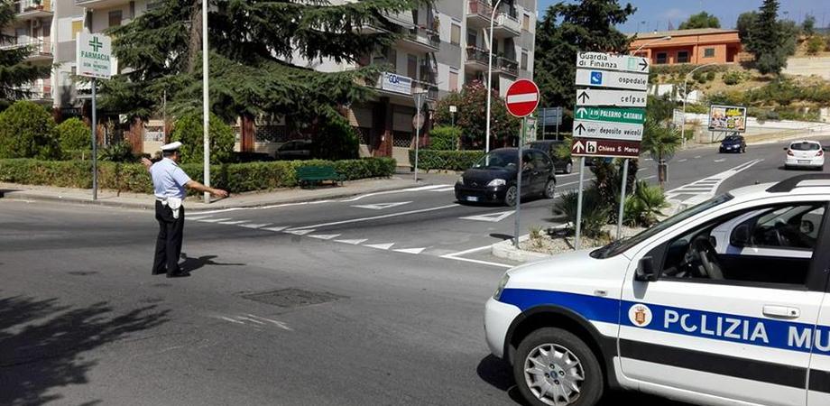 Caltanissetta, cede manto stradale in via Turati: sul posto la Polizia Municipale