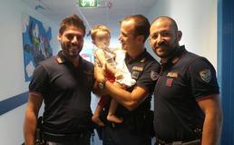 Caltanissetta, ecco i poliziotti che hanno salvato il bimbo in preda a una crisi respiratoria