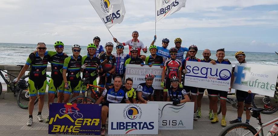 Arrivo a Cefalù dopo 120 km per i ciclisti della Asd Imera Bike Adventure Caltanissetta
