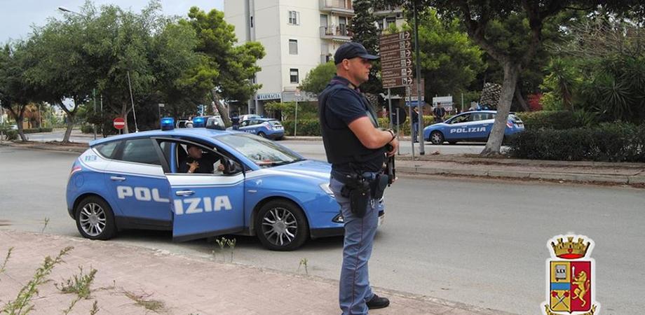 Gela, a bordo di un'auto rubata fuggono all'alt della polizia: arrestati due giovani