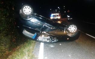 Ss626, auto si cappotta all'altezza dello svincolo per Caltanissetta: giovane in ospedale
