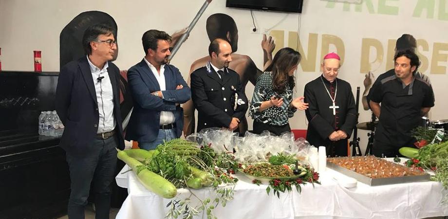 """""""Coltiviamo la vita"""": all'Ipm di Caltanissetta il vescovo benedice l'orto urbano"""