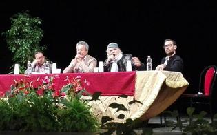 Moni Ovadia presenta la stagione del teatro Margherita e si congeda: «Spero di aver instillato voglia di teatro»