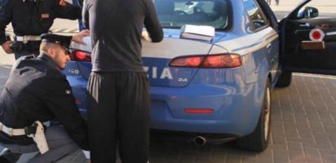 Controlli della polizia al mercatino di Pian del Lago: multati 4 parcheggiatori abusivi