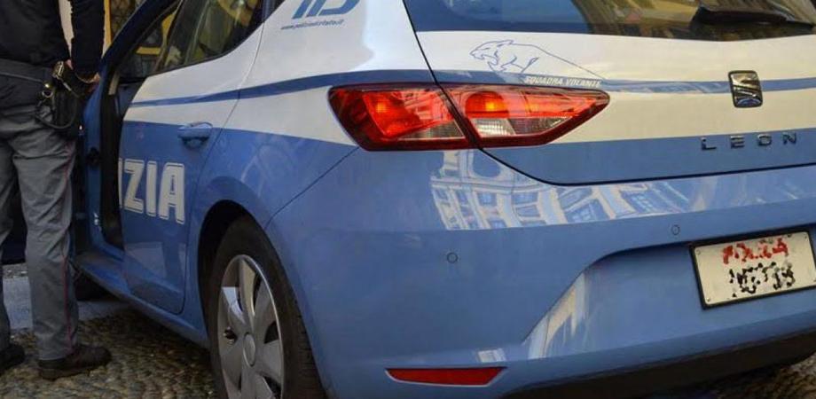 Gela, teneva tre auto in garage probabile provento di furto: 32enne denunciato
