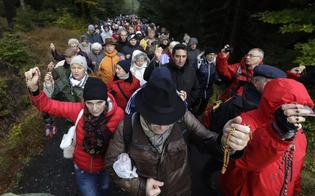 Polonia, integralisti cattolici manifestano alle frontiere contro