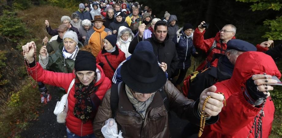 """Polonia, integralisti cattolici manifestano alle frontiere contro """"l'invasione dell'Islam"""""""
