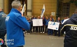 http://www.seguonews.it/caltanissetta-100-posti-di-lavoro-a-rischio-sit-in-di-protesta-dei-dipendenti-sda