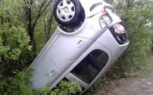 Incidente autonomo al bivio per Marianopoli, auto si ribalta: 19enne ferito