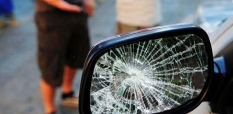Caltanissetta, tentata truffa dello specchietto: trentenne denunciato dalla Polizia
