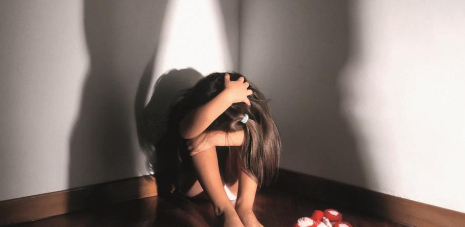 Abusi sessuali su un'alunna, condannati la preside e il bidello di una scuola di Marsala