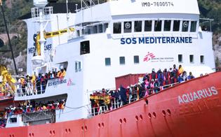 Attracca a Catania nave con 421 migranti a bordo. All'arrivo sono stati intonati canti di gioia e ringraziamento
