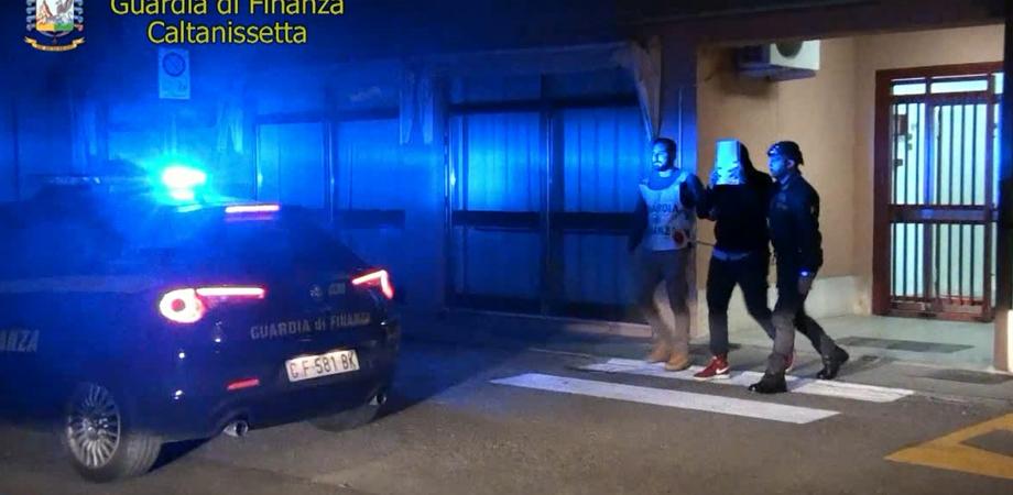 Minacciava controlli ad un'azienda di Caltanissetta: arrestato ispettore del lavoro