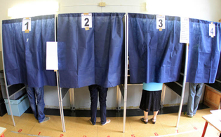 http://www.seguonews.it/foto-alla-scheda-elettorale-due-denunce-a-modica-e-augusta