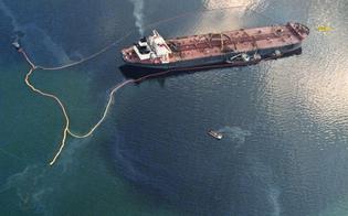 Esercitazione a Gela simulando la perdita a mare di migliaia di litri di petrolio