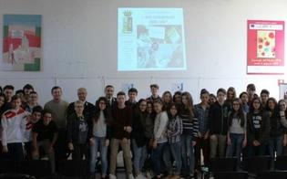 http://www.seguonews.it/hate-speech-e-sexting-al-liceo-volta-di-caltanissetta-100-studenti-incontrano-la-polizia