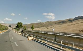 Suv precipita da viadotto sulla Palermo-Catania: muore 70enne nel Nisseno