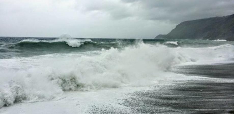 Sicilia, in arrivo da questa sera forti venti con mareggiate: scatta l'allerta gialla