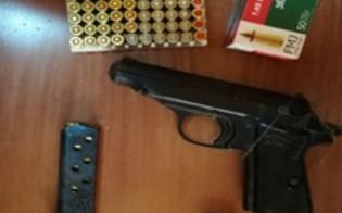 Arrestato a Milena un pastore di 64 anni. Nel suo casolare sono stati rinvenuti una pistola e 100 munizioni