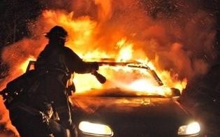 Attentati incendiari nel nisseno, la lunga scia non si ferma. In fiamme due auto a Riesi e a Niscemi