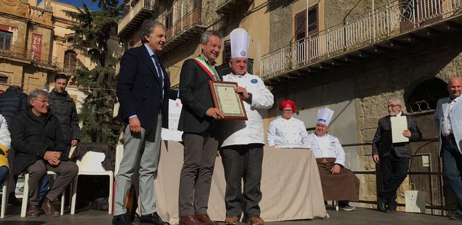 Festa del Torrone di Caltanissetta: assegnate le benemerenze al maestro De Fraia e al comitato Santa Croce
