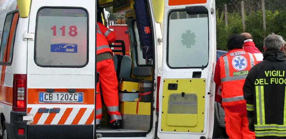 Incidente stradale a Canicattì, scontro fra auto: muore un bracciante agricolo di Delia